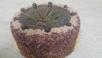 Tort czekoladowy z glazurą czekoladową