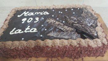 Urodzinowy tort czekoladowy