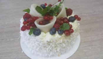 Tort śmietankowy z owocami