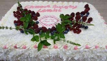 Tort śmietankowy z malinami, z okazji chrztu