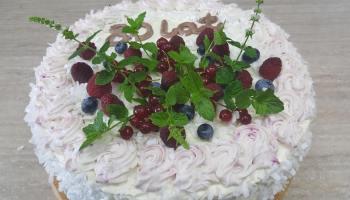 Tort o smaku owocowym
