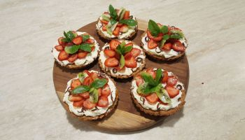 Mini tarty z masą cutrynową i owocami