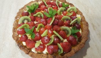 Tarta z masą cytrynową i owocami