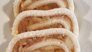 Rolada biszkoptowa z jabłkiem i cynamonem