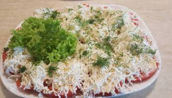 Pomidory fetki (pomidory pokryte grubą warstwą startej fety